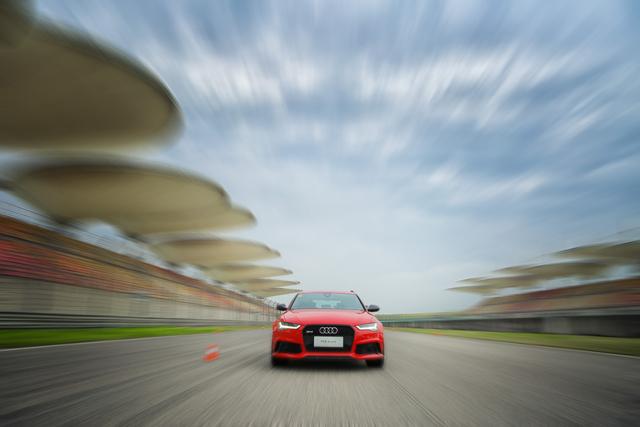 炽热的保姆 奥迪RS6 Avant诠释高性能瓦罐新定义5
